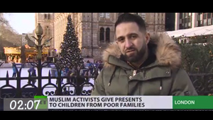 Video / Muslim activists give presents to children from poor families in London